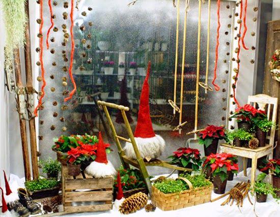 http://holmsundsblommor.blogspot.se/2014/12/julskyltning-i-rott.html Julskyltning