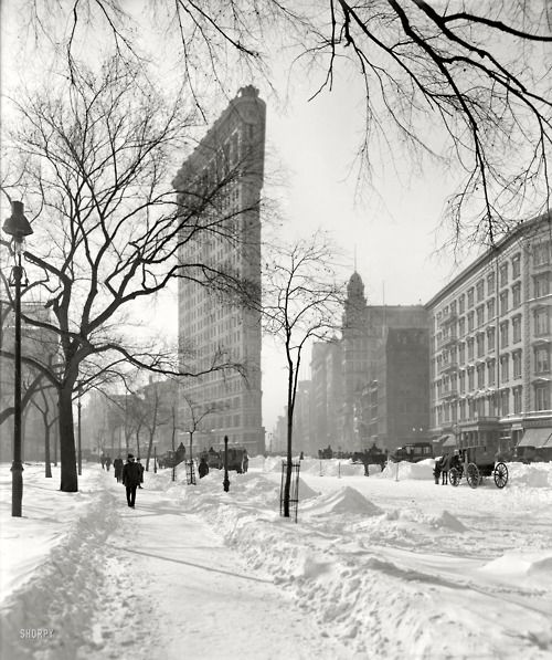 Frosty Flatiron, Manhattan c. 1905 (via Shorpy Historical Photo Archive) My mom used to work in this building.