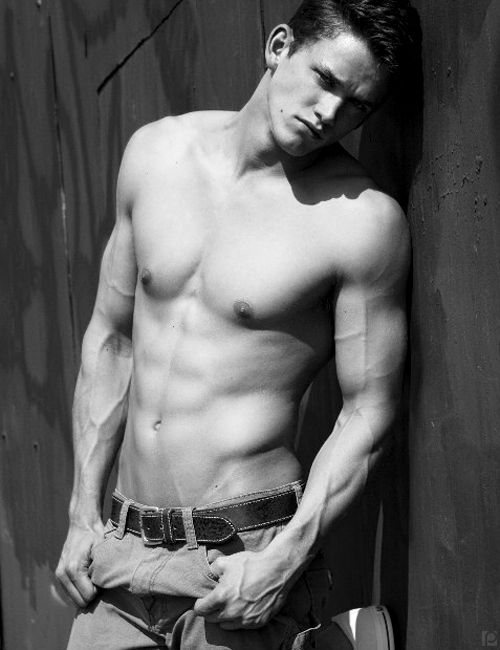 Zach Roerig…Vampire Diaries. First time I actually thought Matt was attractive