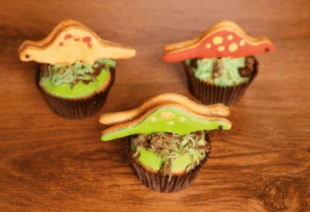 Koekjes en cupcakes zijn lekker. Maar wist je dat je ze zelfs gevaarlijk lekker kunt maken? Aan de slag met deze gave dino's!