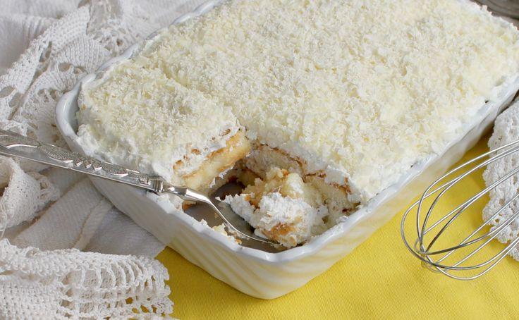 Il tiramisu limone e cioccolato bianco è un dessert fresco e profumato. Senza uova, senza cottura, facile e veloce. Ideale per grandi e piccini.