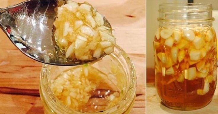 Dupa ce vei citi rețeta de mai jos, vei merge de urgenta acasa pentru a incepe sa o prepari, mai ales ca ingredientele le ai chiar in bucataria ta. Efectele asupra sanatații tale sunt incredibile. Ingrediente necesare: 1 capatana de usturoi, suc din 2 lamai, 100 de grame de miere ecologica, o