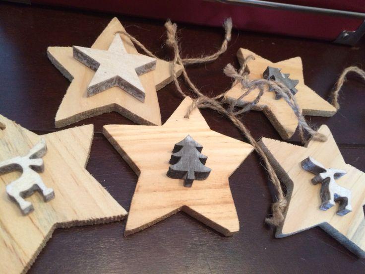 Kerst hangers! Houten sterren met daarop een rendier/kerstboom of ster