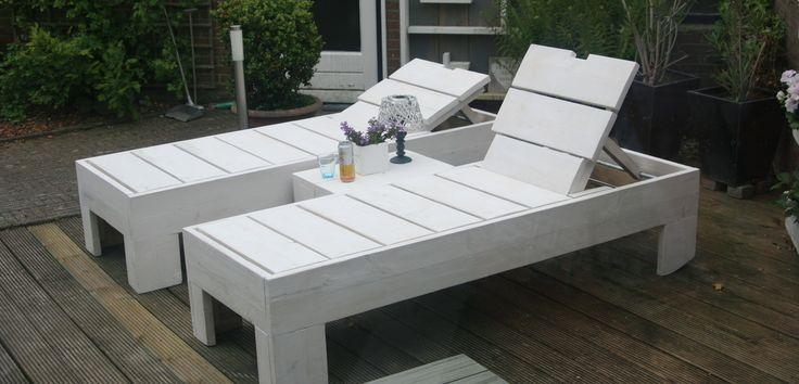 ligbed van steigerhout, verstelbaar en verrijdbaar | voordemakers.nl