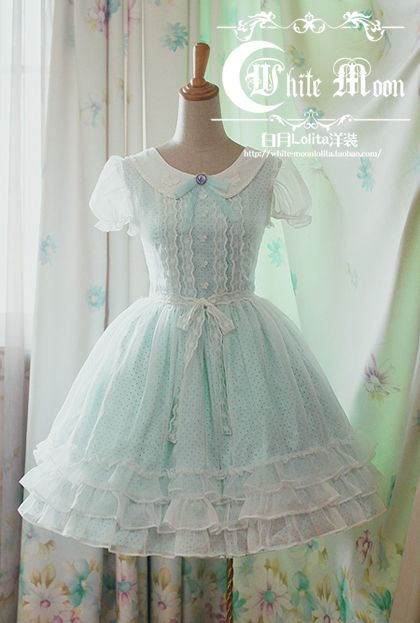 @PinFantasy - Lolita dress ~~ For more:  - ✯ http://www.pinterest.com/PinFantasy/lifestyles-~-lolita-style-fashion-and-fantasy/