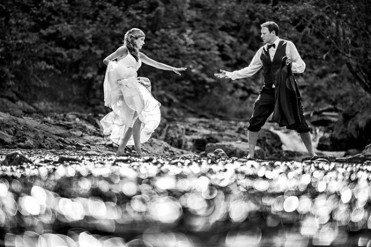 Vara - probabil cel mai potrivit anotimp pentru organizarea nunților și a ședințelor foto, astfel pentru a vă inspira vă prezint o colecție din cele mai bune fotografii de nuntă din întreaga lume.