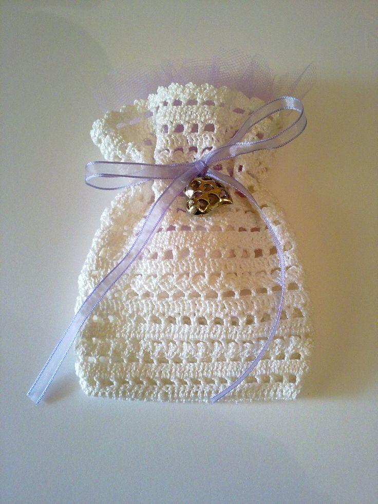 bomboniera a forma di sacchetto realizzata all'uncinetto : Bomboniere di annamariatrombetta