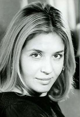 Danielle Volle est une actrice française née le 19 avril 1937 dans le 6 e arrondissement de Paris, décédée le 24 novembre 2000 dans le 18e arrondissement de Paris d'un cancer. Vocation précoce, elle est passée par le cours Simon avant d'être admise au...