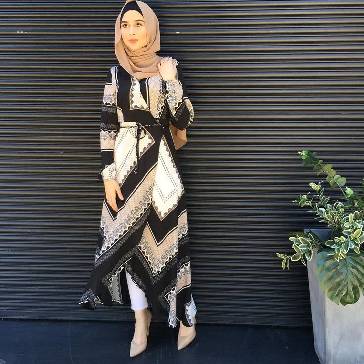 The Box Print Wrap Dress ✨ Available in both our stores #modelleofficial #ootd #hootd #hijab #fashion #voguehijabs #coveredhair #l4l #f4f #casual #getthelook #outfit #modest #muslimah #style #styling #fashion #fashionblogger #fashionista #tbt #inspiration #spring #springfashion #cafe #islam #vsco #food #travelgram #wednesday #shop #shopping