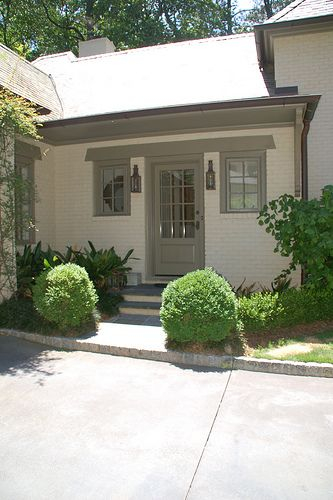 Things That Inspire: New on the Market: a Beautiful Atlanta Home. Nice back entrance