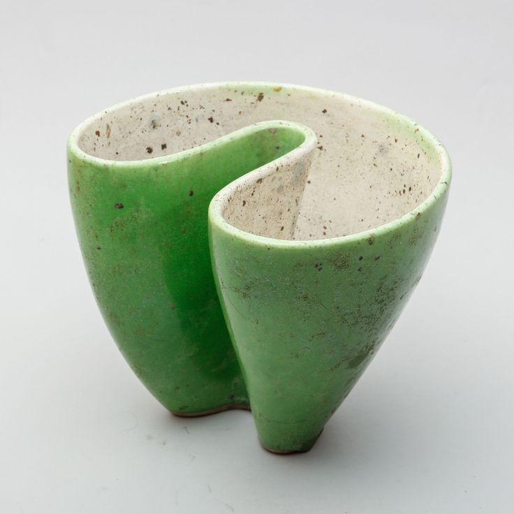 HANS HEDBERG, vas, starkeldsfajans, grön glasyr, Biot, osignerad, höjd 18, bredd 21,5 cm