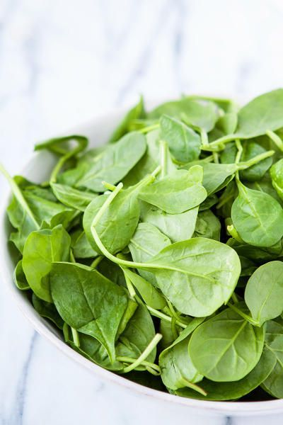 How to Freeze Spinach is great for the new year. What a way to start off healthy! via @foodfanatical