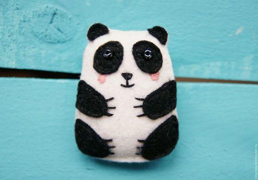 Броши ручной работы. Ярмарка Мастеров - ручная работа. Купить Брошь Панда Брошь из фетра Фетровая брошь 'Friendly Panda'. Handmade.