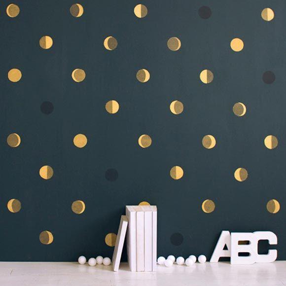 Décrochez la lune avec le papier peint original Bartsch aux motifs graphiques, idéal pour une chambre d'enfant.