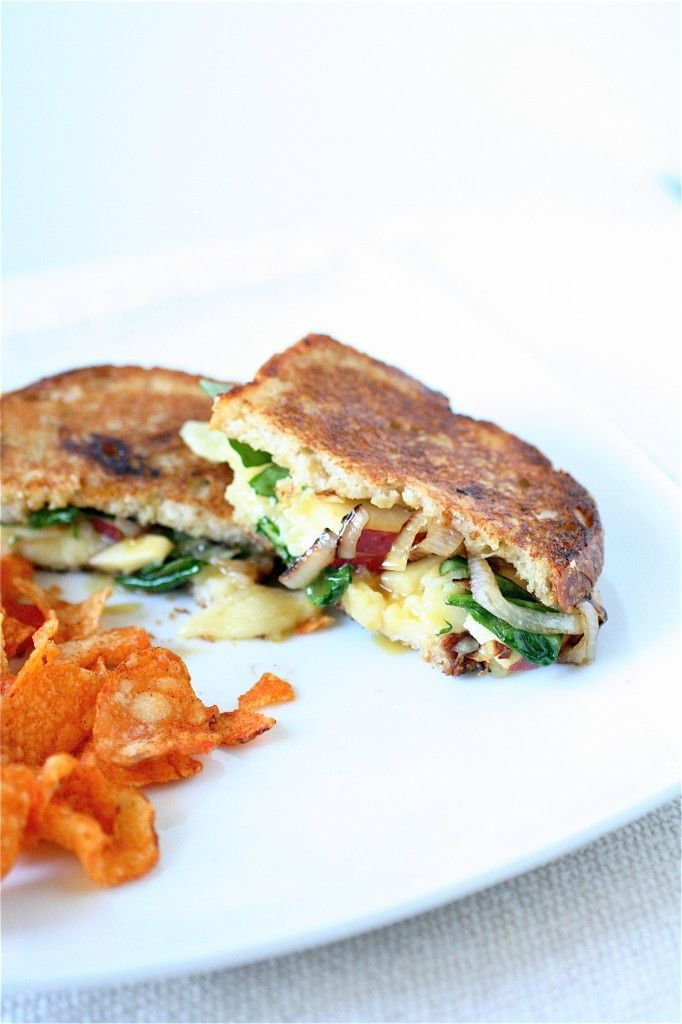 The Curvy Carrot » apple cheddar grilled cheese. this site is fantastic: Grilled Chees Sandwiches, Apples Cheddar, Grilled Apples, Grilled Cheese Sandwiches, Cheddar Grilled, Curvy Carrots, Food Blog, Apples Grilled, Grilled Cheeses