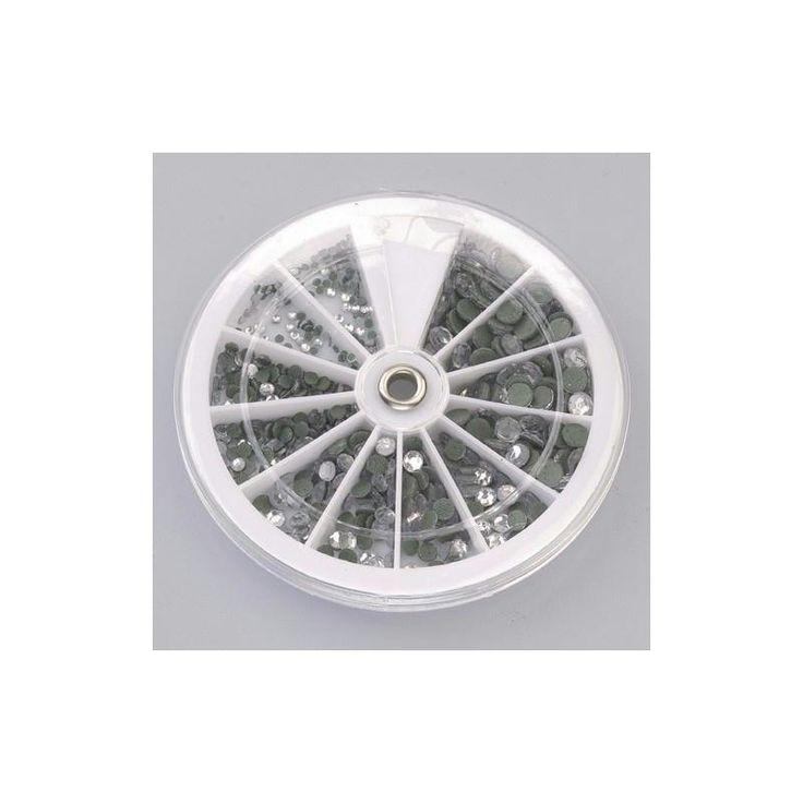 Achetez à prix mini le produit Set de 576 cabochons strass autocollants couleur cristal - Livraison rapide, offerte dès 49,90 € !