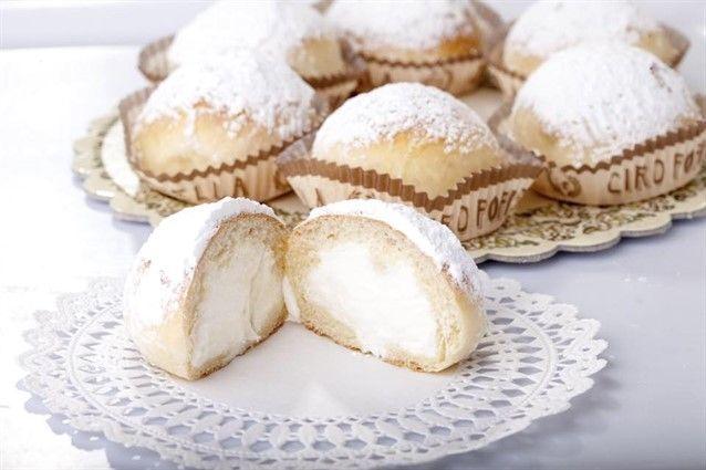Il fiocco di neve è un dolce inventato dalla Pasticceria Poppella del Rione…