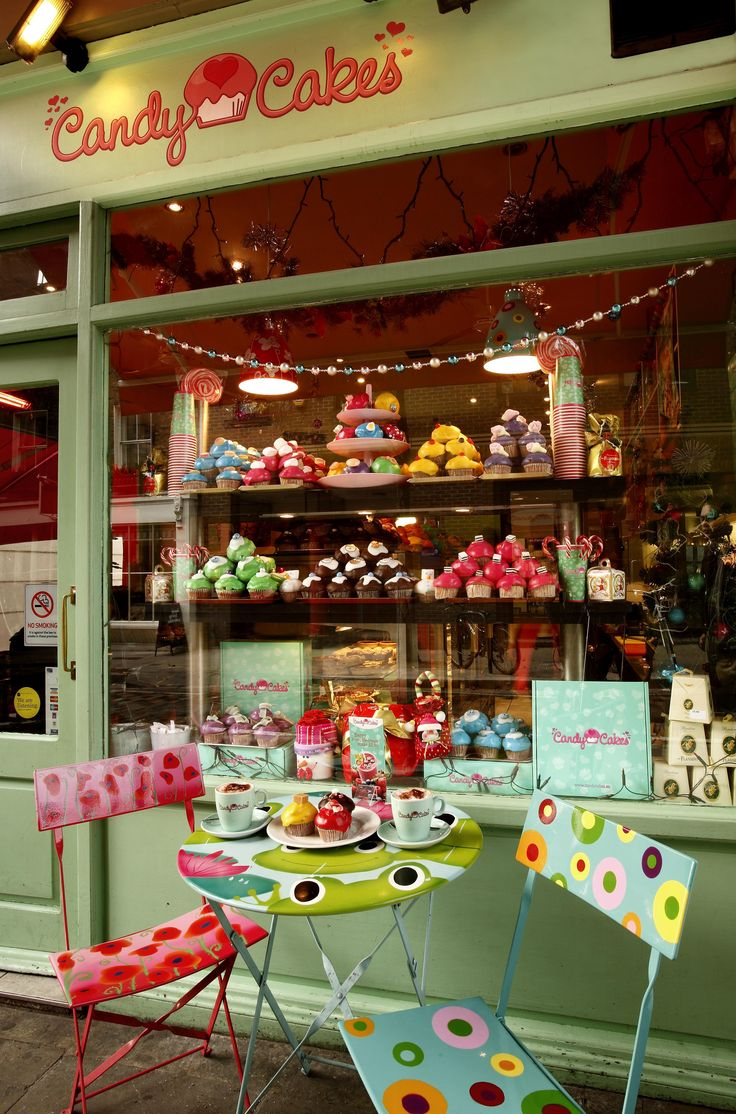 Candy Cakes - Covent Garden, London, UK // Went here and bought a piggy cupcake with M., march 2011