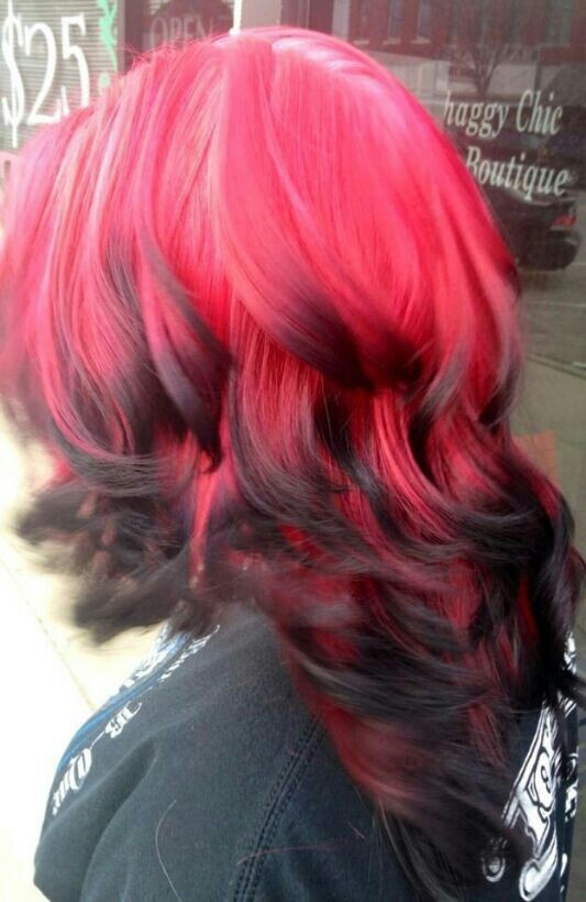 ooooh reverse red and black ombre i like sick hair