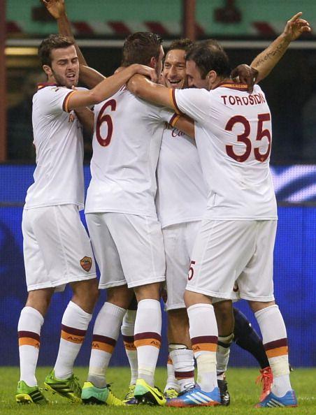 Gol di Totti all'Inter