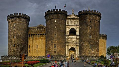 15 HARI – ITALY CINQUE TERRE – ATHENS + SANTORINI (castle nuovo)