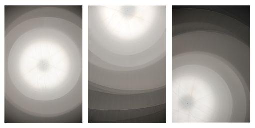 Drieluik van een kunstwerk van kunstenaar Christo. Hij staat erom bekend om grote opvallende gebouwen of landschappen met stof 'in te pakken'. Dit keer heeft hij lucht verpakt in de gasometer in Oberhausen.