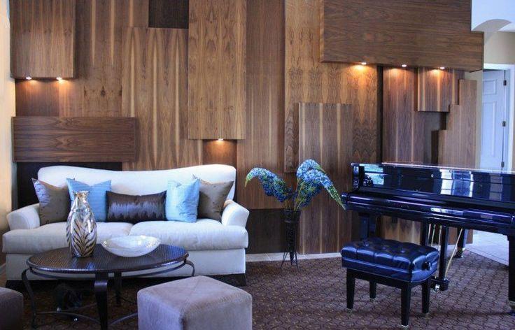 salon moderne avec panneaux en bois décoratifs et spots LED encastrés