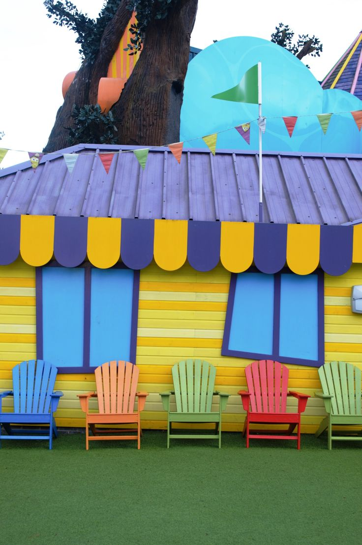 How lovely and colourful are these deckchairs from CBeebies Land? Want to see more? Click through to the blog.