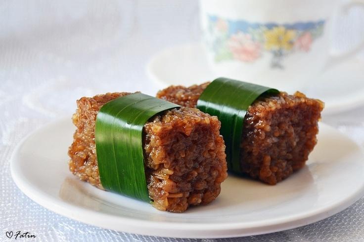 Kue Wajik. Indonesian sweet sticky rice dessert.