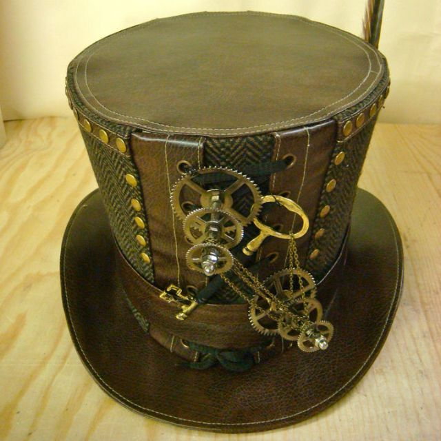 Steampunk Top hat. I want so bad!