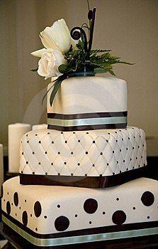 Torta boda pisos con cinta marrón