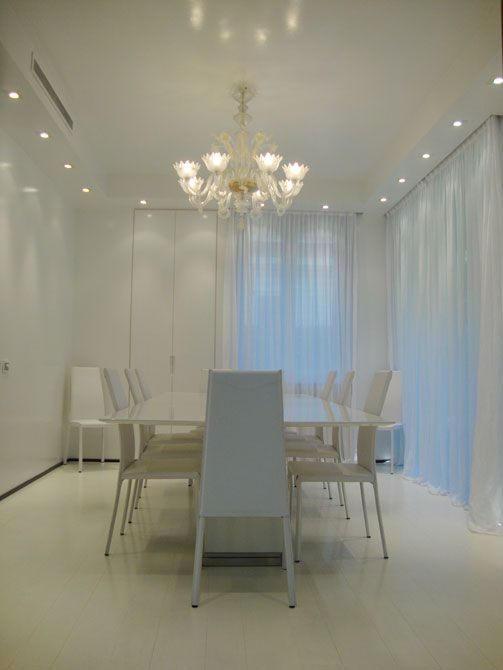 sala da pranzo #dining room #tavolo #table #sedie #chairs #lampadario ...
