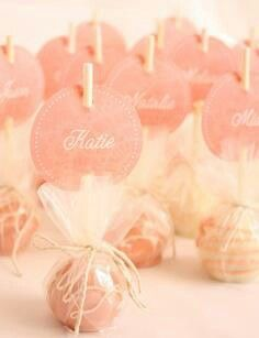 Cake pops as place setting