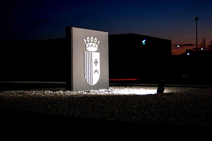 Logotipo recortado de aluminio con iluminación indirecta para Ayuntamiento de Riba Roja
