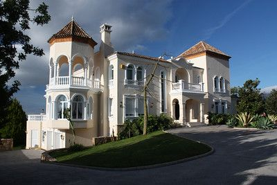 Casa Montycielo, Marbella Club Golf Resort CASA MONTYCIELO Status:For Sale Price2.750.000 € Location:Benahavis Type:Villa Living Areas:2 Beds:5 Baths:5 Floor Area:756 m2 + terraces Plot Area:4.942 m2