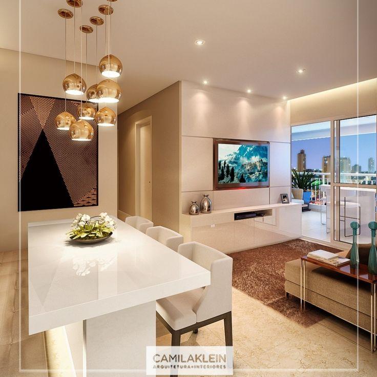 Os pendentes da sala de jantar são modernos e seus diferentes tamanhos dão movimento ao apartamento. A cor dourada envelhecida é sempre uma ótima opção para esta peça e combina com a mesa na tonalidade branca. #pendentes #dourado #decoracao