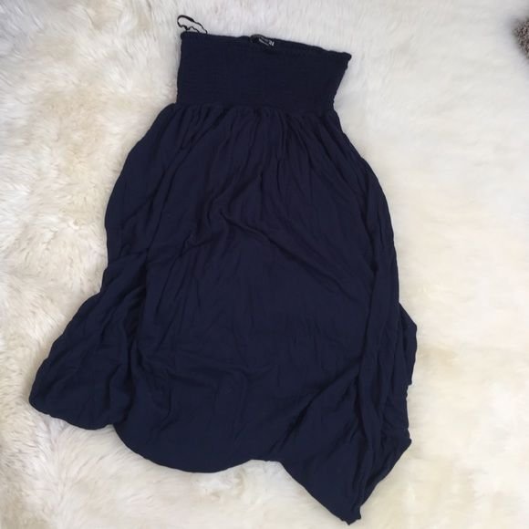 Forever 21 Navy Smock Top Maxi Dress Forever 21 Navy smock top maxi dress. The top is elastic and stretches so that it can fit a variety of sizes, but is labeled size small! Super comfy and flowy. Forever 21 Dresses Maxi