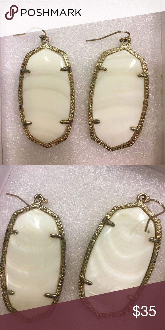 White pearlized Kendra Scott earring Excellent condition, hardly ever worn! Great staple piece! Kendra Scott Jewelry Earrings