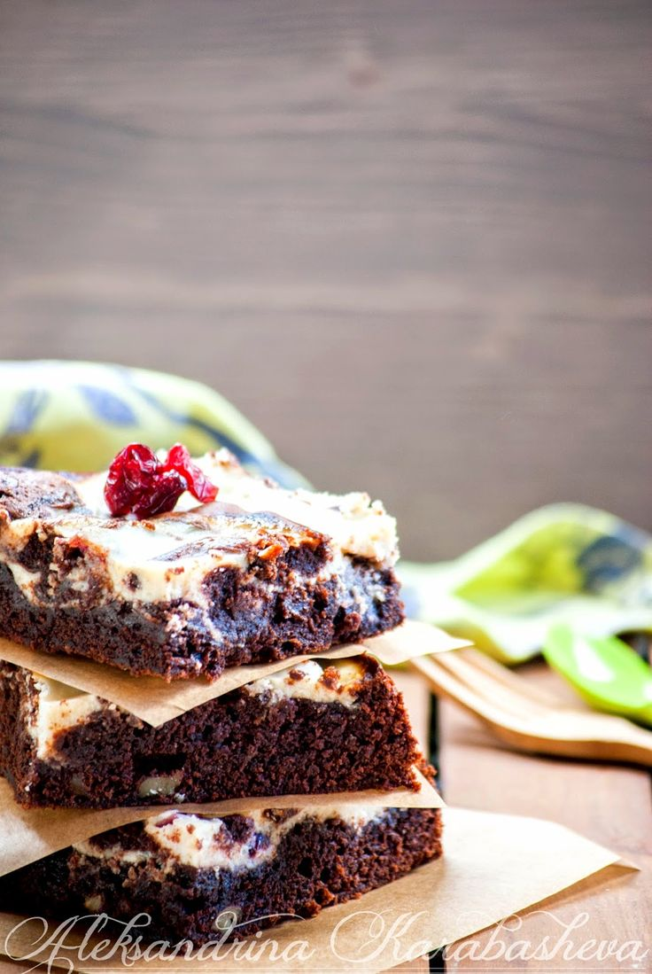 Brownie with ricotta cheese and cranberries