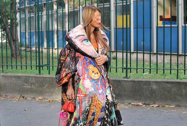 A fashion editor wear her own ''bed cover'' on the street