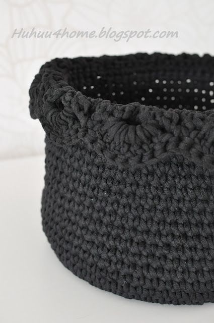 Crochet leaf basket