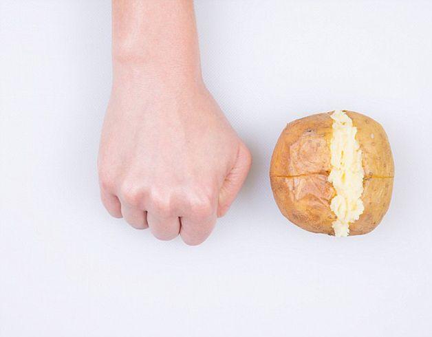 Nutricionista usa a mão para mostrar porções necessárias de cada alimento | Tá Bonito