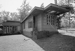 Frank Lloyd Wright. Usonian Style. 1939. Pope Leighey House. Woodlawn Plantation, Alexandria, Virginia