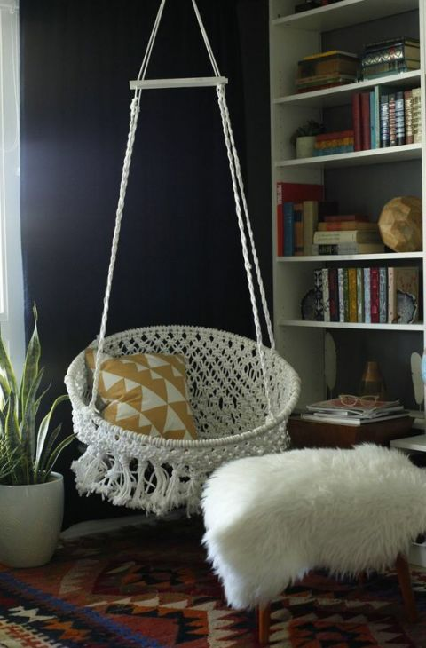 DIY macrame hanging chair-- I really wanna try this but I feel it would be quite difficult
