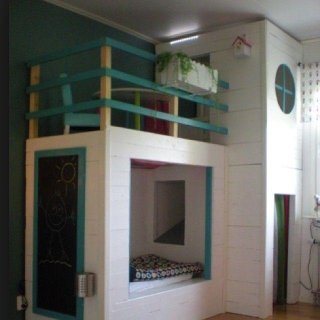 Detta är en inspirationsbild jag hittat för ett bra tag sedan :) sååå fint. Vet tyvärr@inte vem den underbara säng/loftet tillhör! Men galet fint är det :) #barnrumsinspo #inspo #loft #diy #hemmabygg #underbart #barnmöbler #kidsroom #barnerom