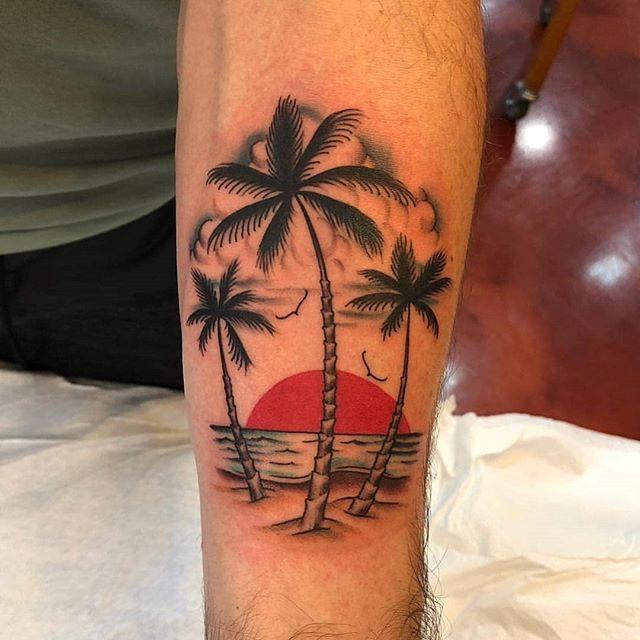 By Ernie Portcity In Long Beach Strand Tatowierungen Palm Tatowierungen Oberarm Tattoo Mann Vorlagen