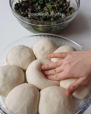 Hayırlı günler ☺ Ispanaklı kıymalı boşnak böreği 😍 En sevdiğim böreklerden 😋 Çok...