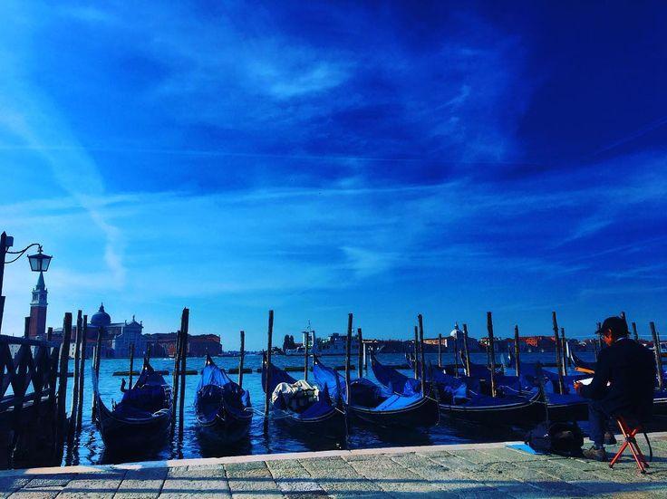 Resmi çizmeye çalışan, resmi çeken , Venedik, ITALYA.#sanat  #sanat  #içindir , #sanat #toplum #içindir #venedik #italya #italy���� http://turkrazzi.com/ipost/1520518024686572668/?code=BUZ9xZgBZR8