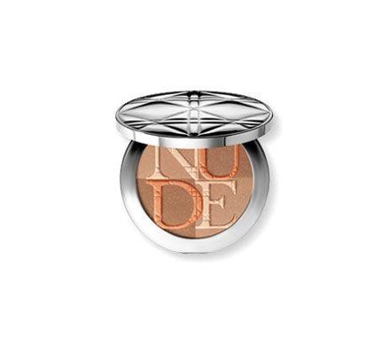 Ontdek Gezicht van Christian Dior en lees de schoonheidstips van de deskundigen Face primers, Foundation, BB Crèmes, Concealers, Poeder, Blush , Make-up voor een stralende teint
