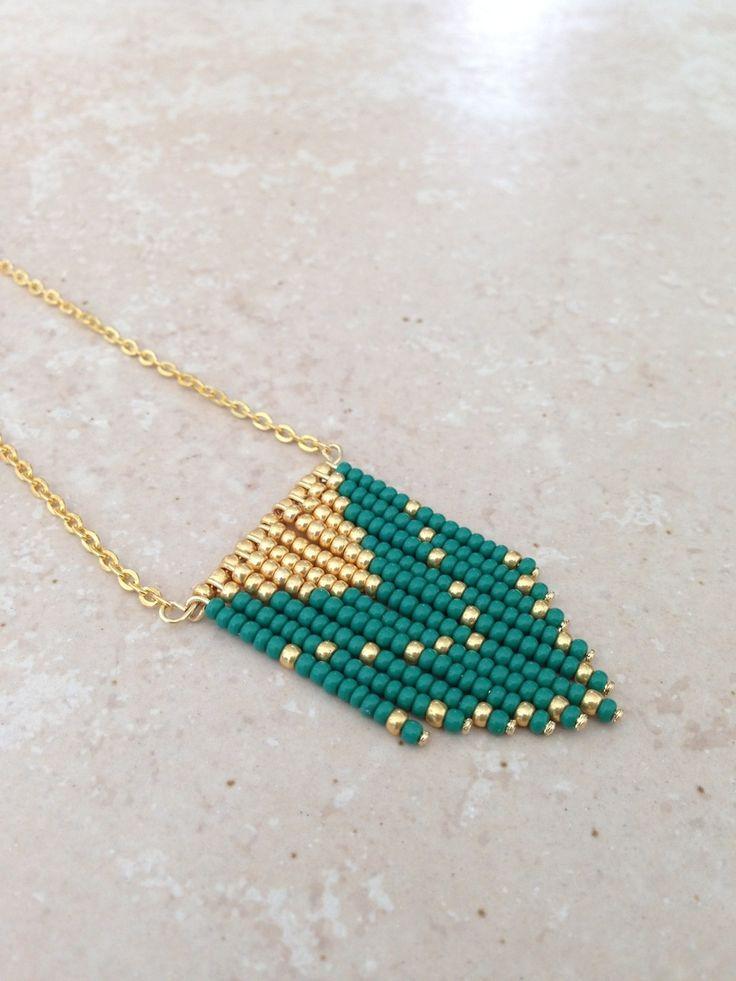 Collier navajo vert et doré : Collier par mademoiselle-laeti
